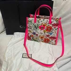 Gucci flora medium leather trimmed printed canvas